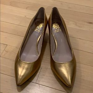 Never worn Vince Camuto size 9 heels